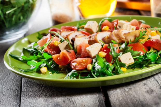 teplyj-salat-s-tofu-i-ovoshami
