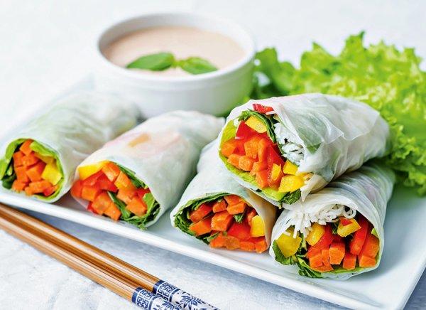 vegetarianskie-rolly-s-ostrym-sousom