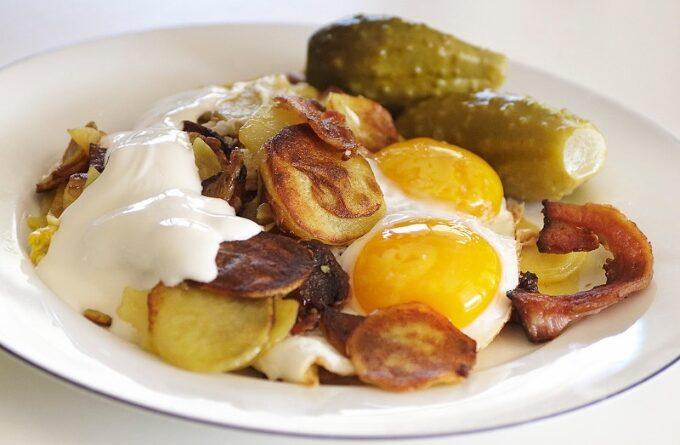 zharenyj-kartofel-s-yajcom
