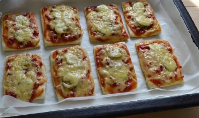 Мини пиццы на слоеном тесте: без возни и хлопот!