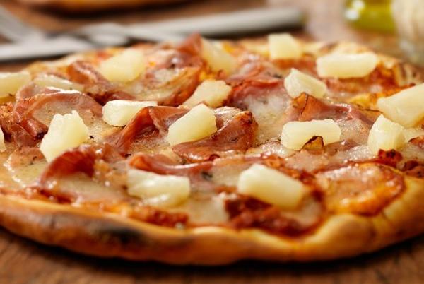 picca-s-vetchinoj-i-ananasami