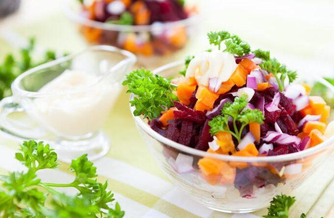 salat-iz-morkovki-svekly-i-tykvennyh-semechek