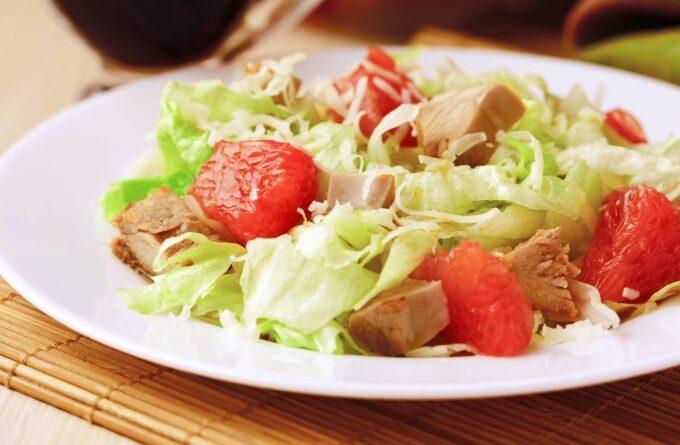 salat-s-grejpfrutom-i-kuricej