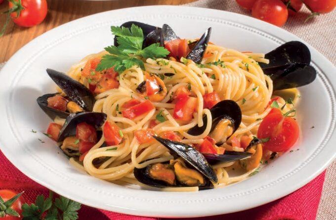 spagetti-s-midiyami-i-pomidorami-cherri