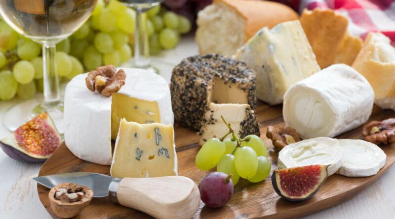 Как правильно есть сыр и сервировать сырную тарелку