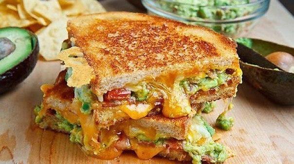 сэндвич с яйцом сыром и ветчиной