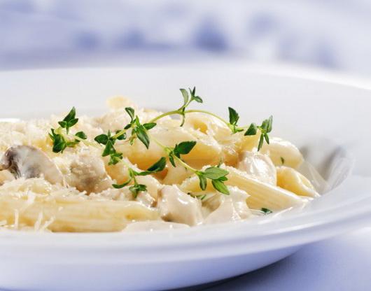 макароны с сливочным соусом