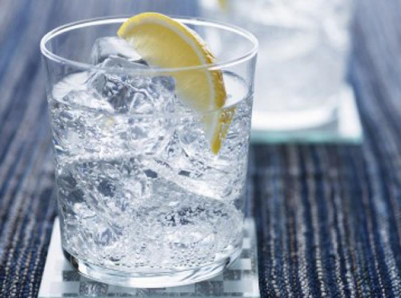 dzhin-tonik-kokteyl