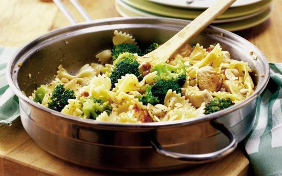 makaroni-kurica-brokkoli