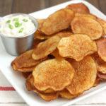chipsi-s-lukovim-sousom