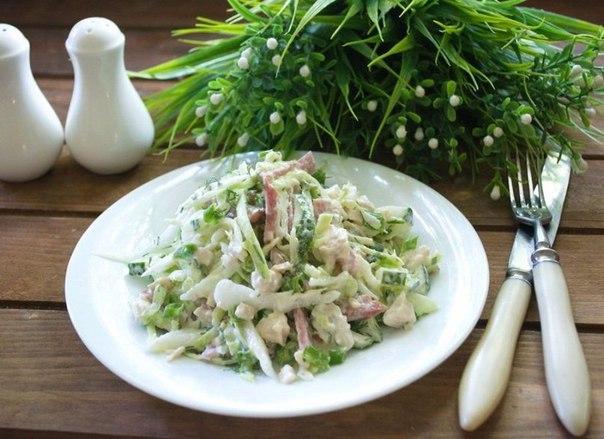 salat-s-kuricej-i-kolbasoj