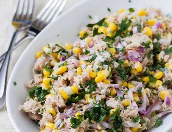 salat-s-tuncom-i-kukuruzoy