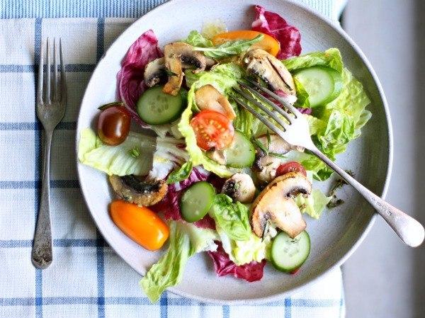 salat-shampinioni