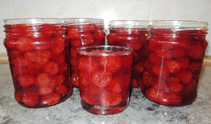 Ароматное клубничное варенье без варки ягод!