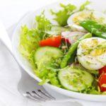 salat-iz-ovoshey-s-yaycom