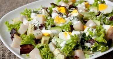 salat-rybnyi-s-kartofelem-i-lukom