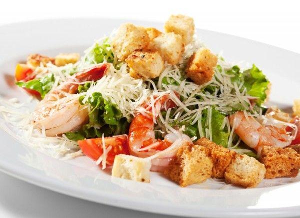 salat-tsezar-krevetki