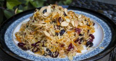 Рис c миндальными орехами, вишней и клюквой