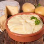 kartofelnoe-pyure-s-syrom