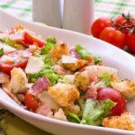 salat_pomidori_suxariki