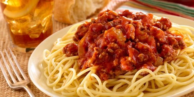 spagetti-s-myasnym-ragu