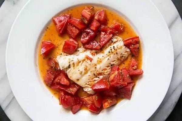 tomlenaya_ryba_s_pomidorami