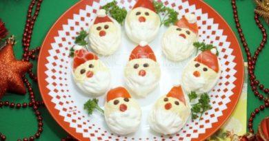 Фаршированные яйца «Дед Мороз»
