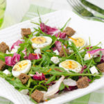 salat_perepelinye_yajca_brynza