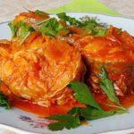 Как приготовить рыбу с овощами под томатным соусом