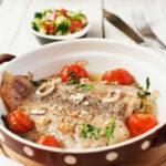 belaya-ryba-s-salsoj-iz-pomidorov