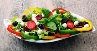 grecheskij-salat-s-brynzoj
