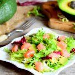 Салат из семги и авокадо