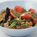 salat-iz-zharenyx-baklazhanov-i-pomidorov