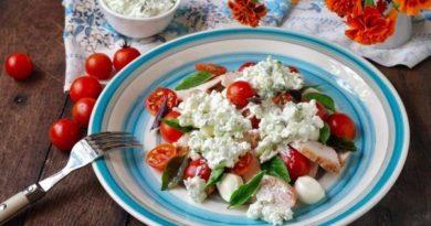 salat-s-kuricej-i-mocarelloj