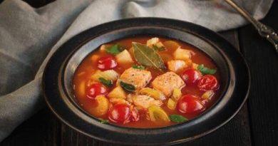 armyanskij-tomatnyj-sup-s-ryboj