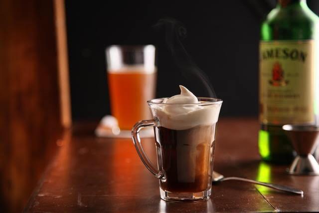 goryachij-shokolad-viski-liker