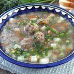 grechnevyj-sup-s-frikadelkami
