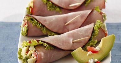 konvertiki-iz-vetchiny-s-salatom