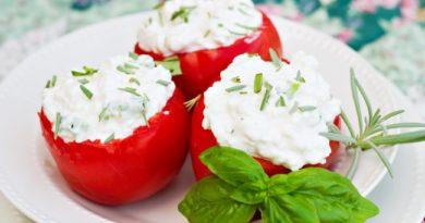 pomidory-s-ostroj-tvorozhnoj-nachinkoj