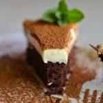 tryufelnyj-tort-s-mussom-iz-belogo-shokolada