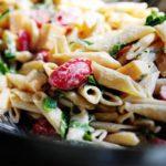 makarony-s-pomidorami-cherri-i-zelenyu