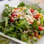 salat-s-rukkoloj-i-kukuruzoj