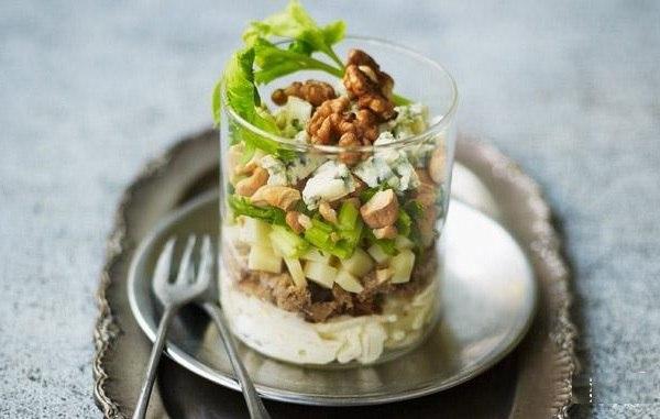 myasnoj-salat-s-yablokom-i-seldereem