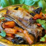 Свиные ребрышки с черносливом в духовке
