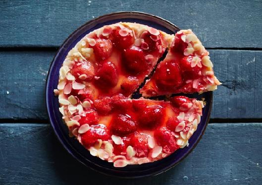 Клубничный пирог: как быстро приготовить