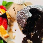 Горячий шоколадный тортино сванильным мороженым