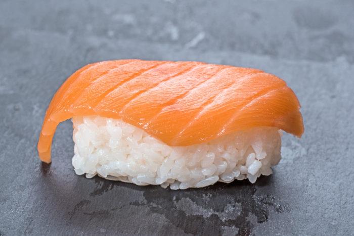 nigiri-sushi-s-lososem