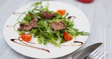 teplyj-salat-strachetti