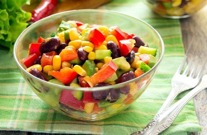meksikanskij-salat-s-fasolyu-i-kukuruzoj