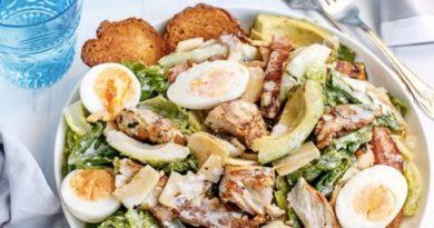 salat-cezar-s-avokado